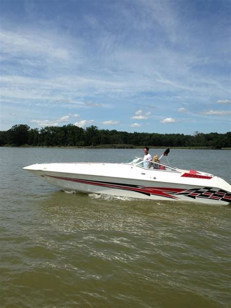 Speed Boats For Sale Us by Invision 29 Walk Thru Speed Boat 1997 For Sale For