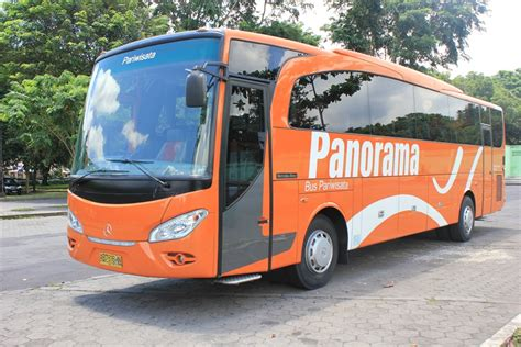 The interior light package provides more extensive direct and indirect lighting. BUS PARIWISATA: NEW PANORAMA 51SEAT
