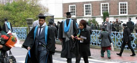 Gowns for Kingston University graduation ceremonies - Graduation ceremonies - Alumni - Kingston ...