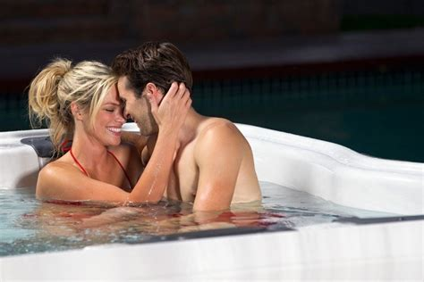 tub couples 10 horrifying things that can happen during pregnancy