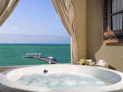 tub usa scenic relaxing 9 tubs for soaking up the scenery