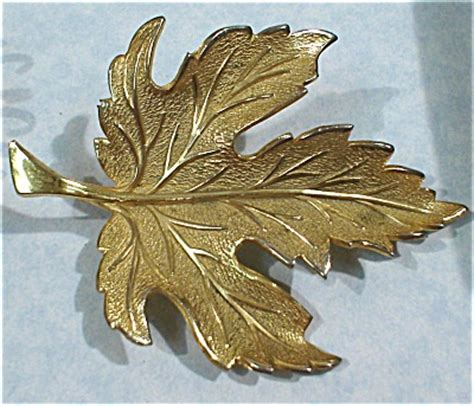 Giovanni Gold Tone Maple Leaf Pin (Jewelry - Pins - Signed