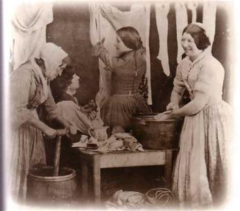 wäsche stinkt trotz waschen fr 252 eine harte frauenarbeit diein die knochen ging w 228 sche pictures