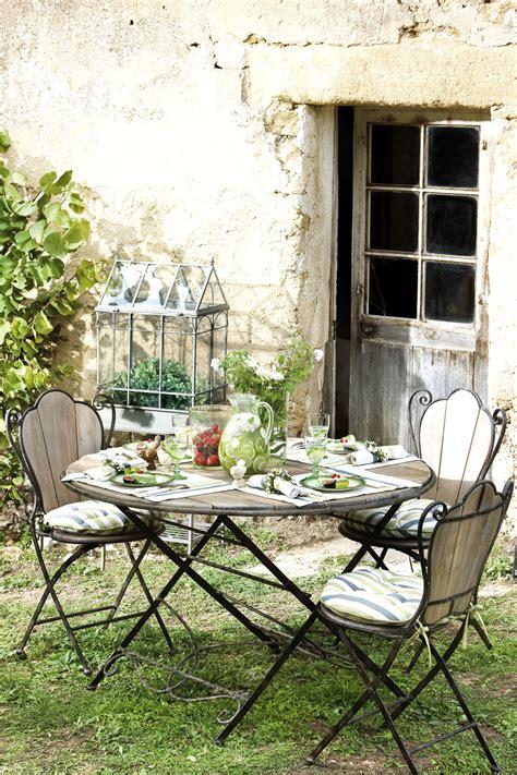 vaisselle cuisine table de jardin comptoir de famille en bois et fer forgé