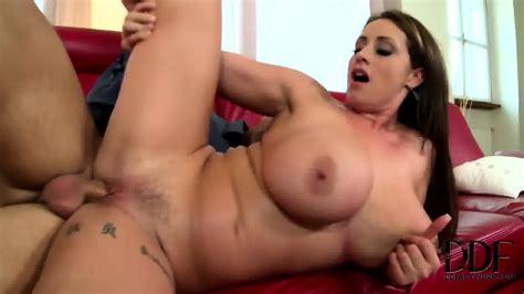 Bra Seller Plays With Big Boobs Eva Notty Eporner