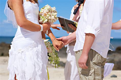 Barefoot Casual Beach Wedding In Forster Nsw By Bella