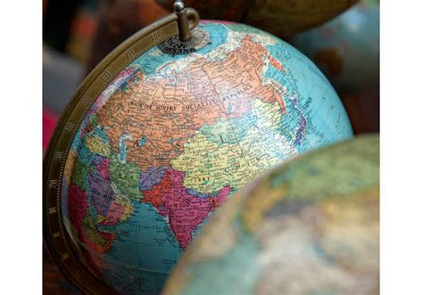 Home Interior Globes : Turn An Old Globe Into A Unique Piece Of Diy Home Decor