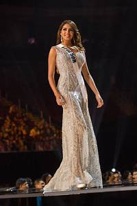 27 Incredibly Detailed Evening Gowns