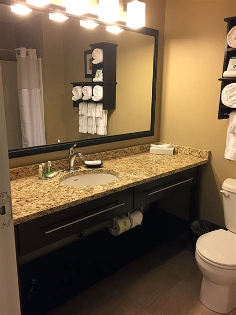 grand stay hotel lobby sills breakfast area