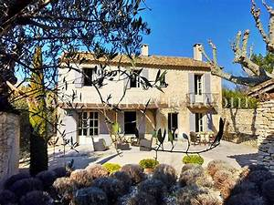 Villas and provence on pinterest for Attractive villa a louer en provence avec piscine 1 location prestige drame