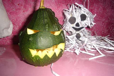 Kā uztaisīt Helovīnu papīra briesmonīti!