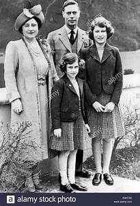 The Queen Mum and King George VI with their daughters ...