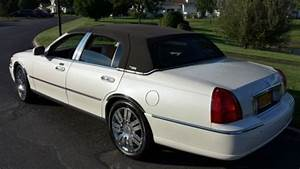 Buy Used 2005 Lincoln Town Car Signature Limited  Pristine Condition   In Moriches  New York