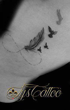 tatouage sur le poignet avec  symbole dinfini avec