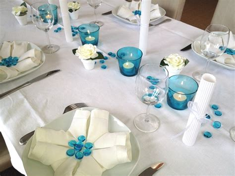 deco table turquoise chocolat d 233 co de table bleu et blanc communion