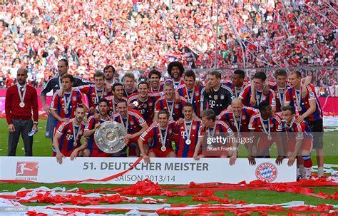 Bayern Muenchen players celebrate with the Bundesliga ...