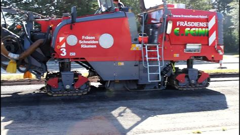 road construction wirtgen asphaltfraese reisst strasse auf