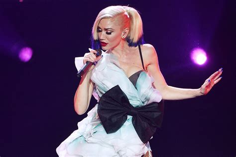 Gwen Stefani Performs Emotionally Charged Song 'used To
