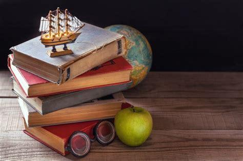 testo vecchia scuola scaffale in libreria scaricare foto gratis