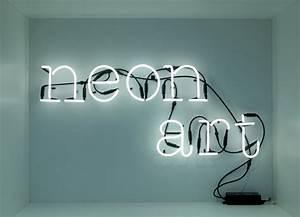 Lampe Mit Buchstaben : neon buchstaben als auff lliges wohnaccessoire designs2love ~ Watch28wear.com Haus und Dekorationen