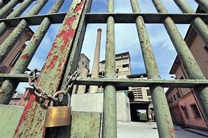 Asbestos factory owners jailed for 16 years over safety ...