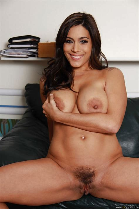 Smiley Latina Milf Getting Naked And Exposing Her Gorgeous