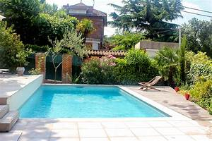 piscine dans un jardin idees de design maison et idees With attractive jardin autour d une piscine 3 piscine