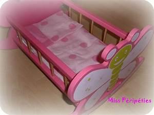 Lit Pour Poupee : parure de lit pour poup e couturage ~ Teatrodelosmanantiales.com Idées de Décoration