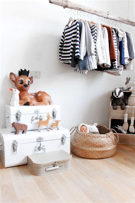 chambre bébé lola une déco scandinave noir et blanc pour la chambre d 39 enfant