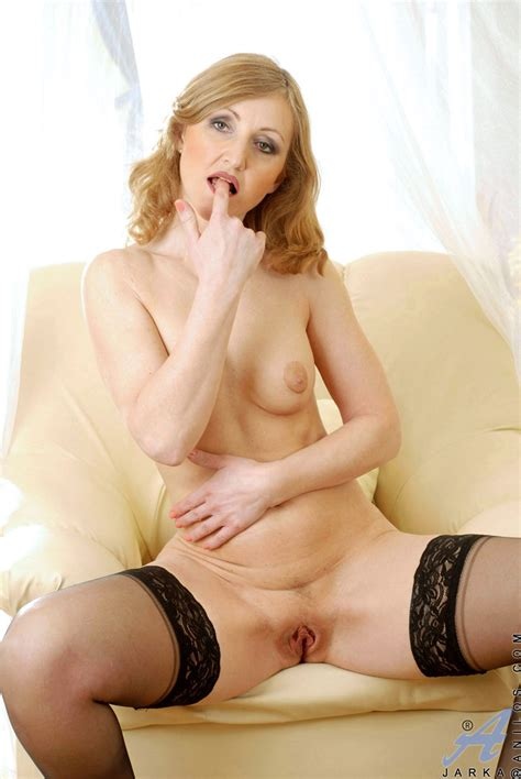freshest mature women on the net featuring anilos jarka milf pussy