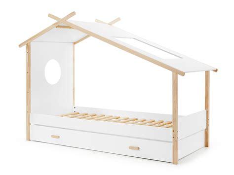 cuisine en bois brut lit enfant tipi en bois brut et laqué sommier 90x200cm camp avec tiroir
