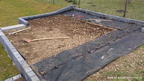 Die Gartengestaltung Einer Hochebene Für Ein Pfanzenteich