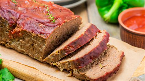 This technique keeps the meatloaf moist, while fortifying the sauce with its flavorful drippings. How Long Cook Meatloat At 400 : Meatloaf 101 Recipe / By ...