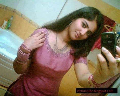 Bbw Pakistani Girlfriend Braless On Selfies