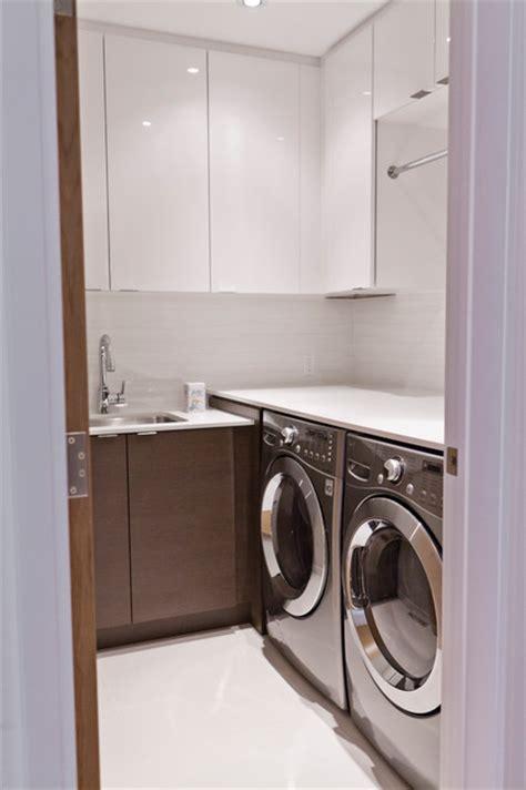 modernist house modern laundry room toronto  biglarkinyan design planning