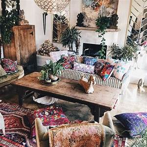 Mixed prints and patterns make this living room so boho for Images boho living hippie boho room