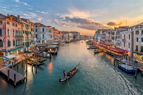 What To Know About Gondola Rides In Venice Italy