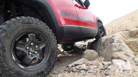 renegade   rocks crawling  jeep renegade trailhawk