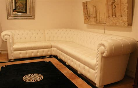 canapé type chesterfield grand canapé d 39 angle chesterfield en cuir blanc 4897
