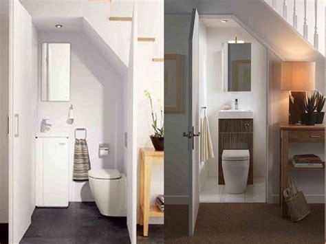 desain kamar mandi bawah tangga kecil nyaman fungsional