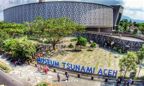 gambar museum tsunami aceh biaya tiket masuk lokasi