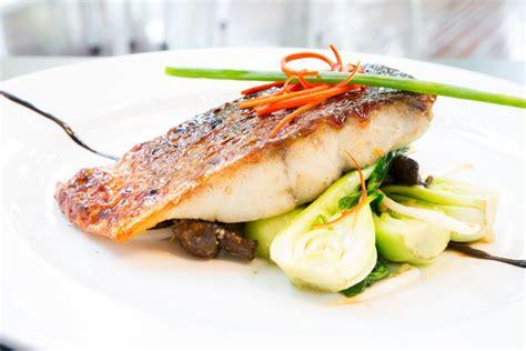 cuisiner poisson blanc recette filets de bar au four