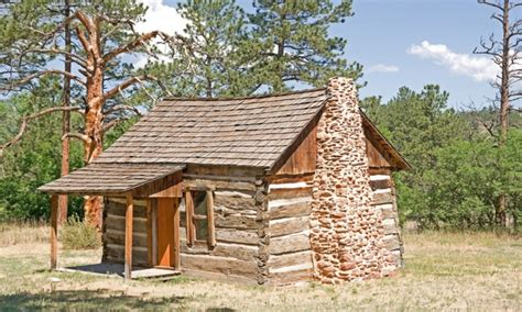 Small Log Cabin by Log Cabin Tiny House Inside A Small Log Cabins Tinny