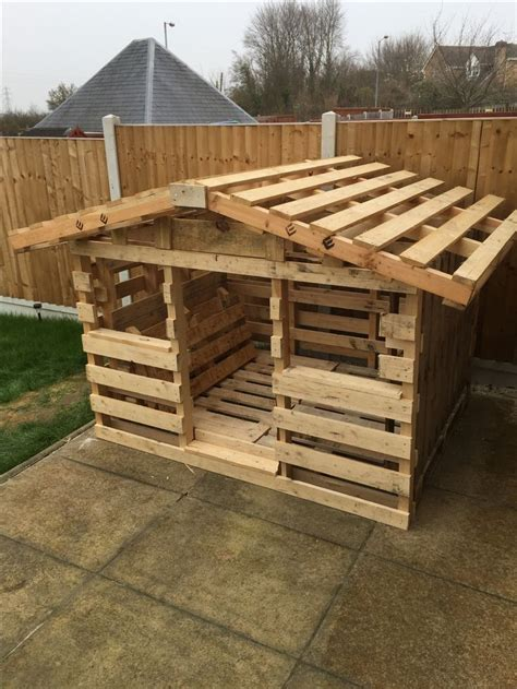 pallet playhouse pallet playhouse pallet dog house diy