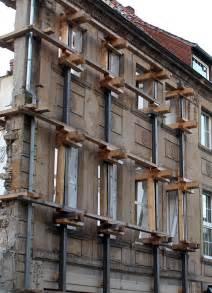 Und Plötzlich Steht Nur Noch Eine Fassade Neubau Des Haus
