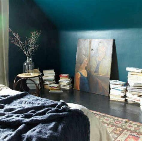 decoration mur chambre 1001 idées pour une chambre bleu canard pétrole et paon