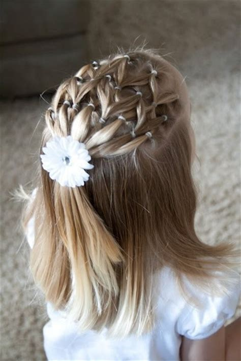coiffure mariage fillette 20 coiffures magnifiques que vous pouvez faire pour votre fille coiffure simple et facile