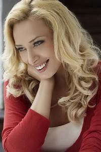 Download Iulia Vantur Hot Picture Wallpaper HD FREE