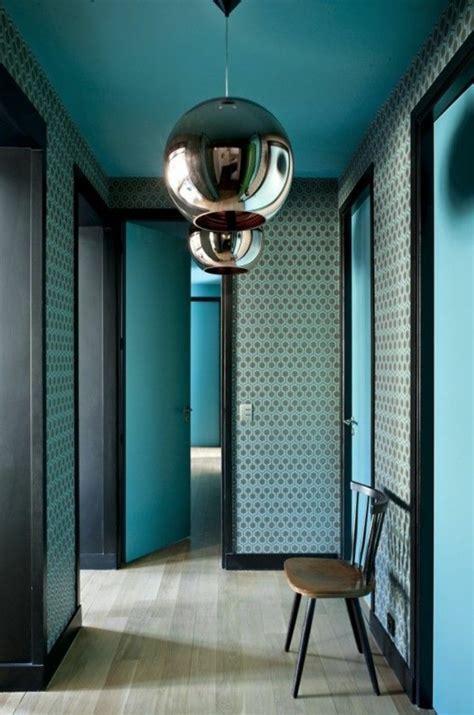 chambre aubergine et blanc papier peint pour couloir comment faire le bon choix