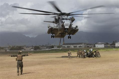 DVIDS - Images - CH-53 transports howitzer during RIMPAC ...